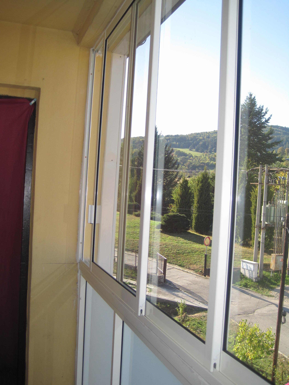 Balkonverglasung rahmen schiebesystem dubnica nad vahom pifema s r o - Trennwand schiebesystem ...