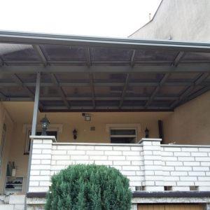 Hliníkový prístrešok Kysucké Nové Mesto Hliníková konštrukcia Cortizo Výplň 25mm bronzový polykarbonát(Lexan) Hliníkový odkvapový systém Cortizo