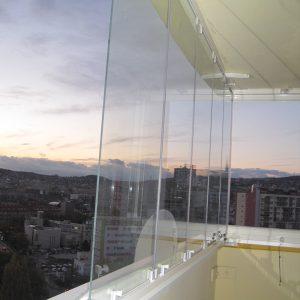 Zasklenie balkóna, bezrámový otočný systém AluVista, Bratislava- Ružinov