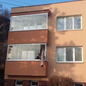 Zasklenie balkóna na bytovom dome Prievidza